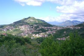 1200px-Montecorvino_Rovella